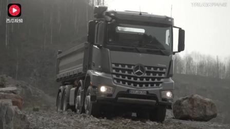 轮胎打滑的时候, 不知道奔驰卡车厉害在什么地方? 你知道吗?