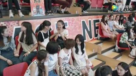 微微一笑很倾城: 肖奈打篮球带微微去看, 篮球场简直爆满!