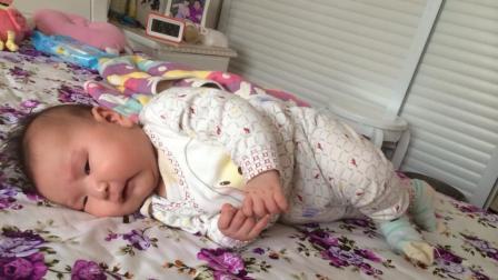 婴儿才出生18天就会翻身, 医生检查后, 全家人都痛哭落泪!