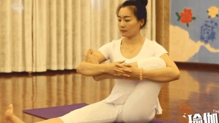 瑜伽老师教你正确拉伸大腿外侧, 拉伸完一点都不疼