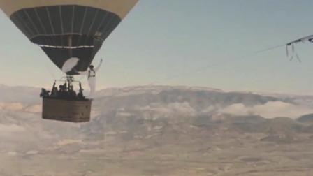 外国人走钢丝玩大发, 从千米高空摔下, 真的太惨了!
