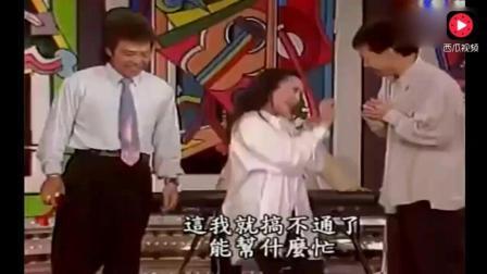 陈小云当面喊费玉清一起模仿, 俩人舞蹈神同步如同连体婴!