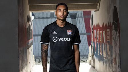 里昂2017-18赛季第二客场球衣