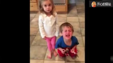 父母假装吃完万圣节糖果 孩子们反应生无可恋