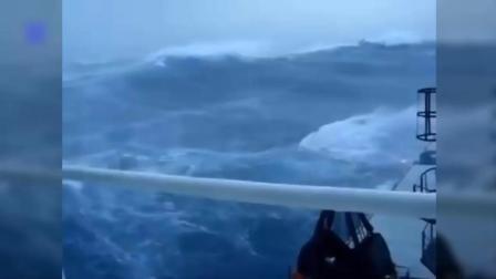 人类在大自然太渺小了, 海上风暴中的货船, 你永远不会相信
