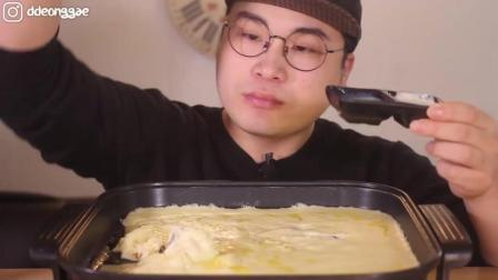 韩国大胃王: 豪放派吃播donkey弟弟ASMR吃一大盘超浓郁的烤芝士