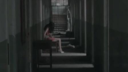 女主播被绑在楼道里 两个男人的恶劣行为令人气愤不已