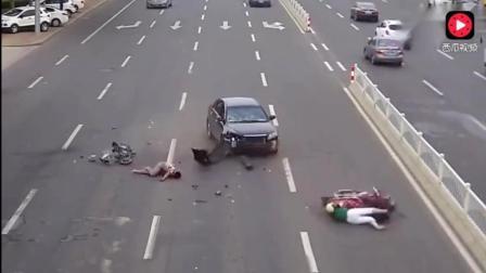 这几段车祸告诉大家, 为什么会有这么多司机痛恨电动车了