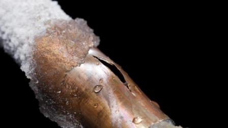 水在管道中的破坏作用有多可怕? 看老外演示的水锤效应就知道!