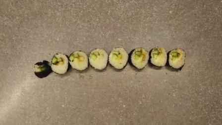 紫菜青瓜鲜虾小卷寿司制作