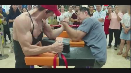 中国大叔掰手腕, 秒杀外国壮汉