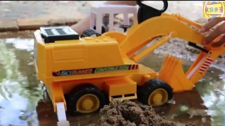 儿童挖掘机挖沙 货车运沙表演视频