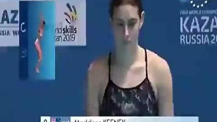 美女跳水失误, 摄像机记录了这尴尬一刻, 全场爆