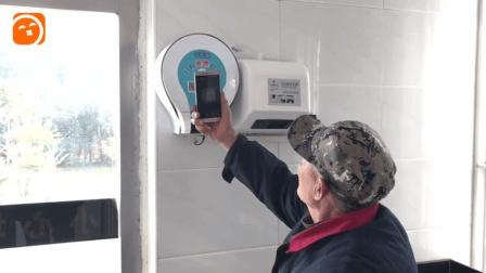 上厕所也要扫二维码? 郑州公厕现扫码取纸机, 忘带厕纸不用愁!