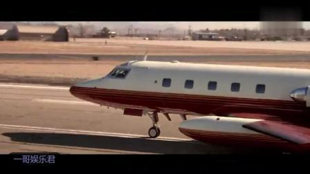 经典电影《变脸》中, 尼古拉斯·凯奇以慢动作从飞机上冲出来, 手持双枪便是一顿狂射!