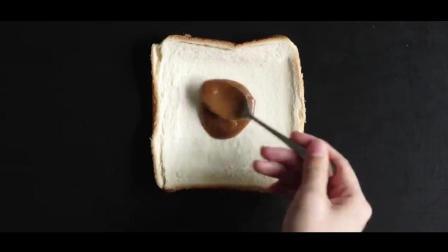 咖喱面包用简单的土司片就能做, 还有满满的芝士哦