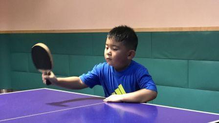 【6岁】10-1哈哈国庆节跟爸爸一起打乒乓球IMG_4161