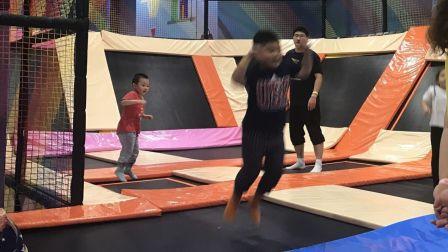 【6岁】10-2哈哈国庆节在游乐场玩立体跳跳床IMG_4208