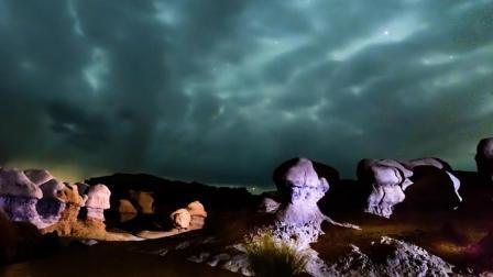 这个地方深藏沙漠里上亿年 地上全是怪异岩石 还可以清晰看见银河