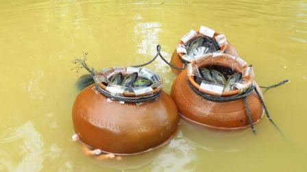 这个农村小伙不得了, 3个大瓦罐往水里一沉, 第2天打捞上来吓懵了
