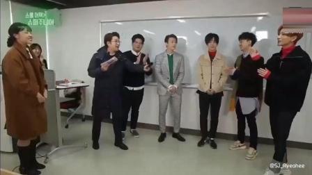 Super Junior《校园突袭》咬饼干游戏挑战, 笑出腹肌