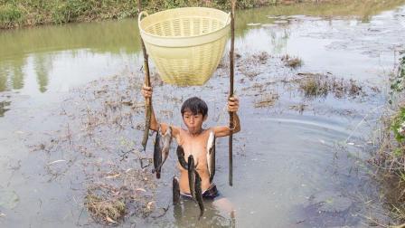 聪明男孩发明的无人钓鱼系统, 鱼一咬钩就别想跑, 这发明我服了!