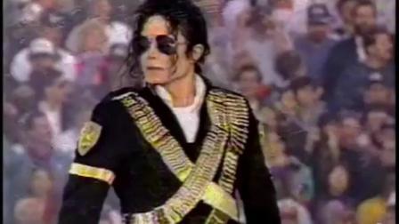 """敢这么""""装""""的也只有迈克尔·杰克逊了, 演唱会开场站两分钟不动"""