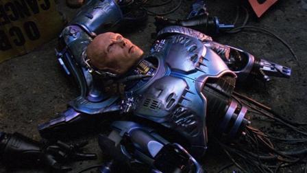 机械战警落入陷阱, 被残忍大卸八块, 看他如何绝地反击! 6分钟看完科幻电影《机械战警2》