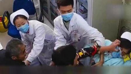 医疗技术被质疑 护士猛踹老太太