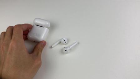 苹果 AirPods 耳机: 很容易脏
