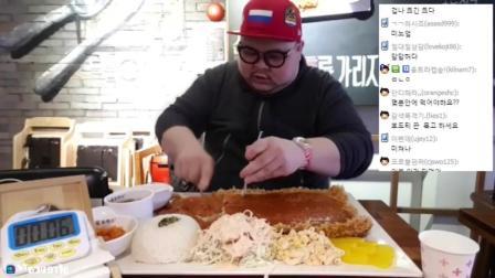 韩国大胃王眼镜哥挑战巨无霸炸猪排配米饭, 结果8分钟就吃完了
