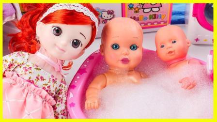 宝宝的洗澡浴缸里有好多惊喜蛋 小猪佩奇惊喜蛋给宝宝洗澡 小伶玩具 熊出没 奥特曼