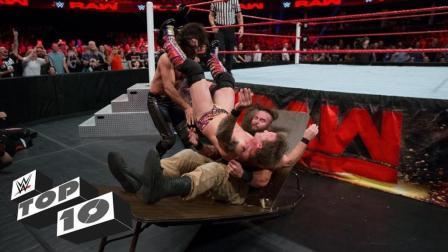 巨石强森双重洛克重摔 葬爷双手同时锁喉 WWE十个一石二鸟的场面