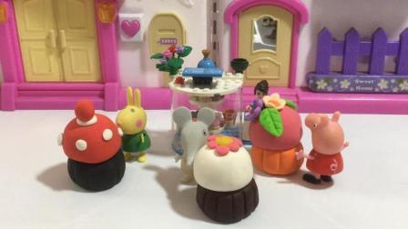 哆啦盒子玩具时间 2017 粉红猪小妹佩奇和小伙伴去蛋糕店买可爱的彩泥蛋糕 525