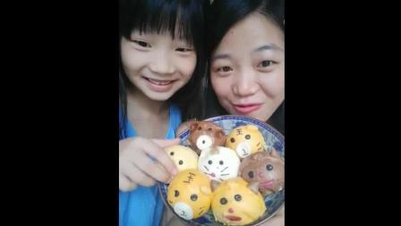 辣妈和小萝莉吃动物早餐包, 你们想吃哪一个