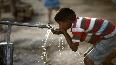印度严重缺水, 被逼急发明黑科技, 向空气要水!
