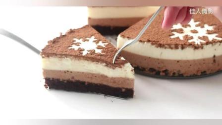 雪花图案的巧克力慕斯蛋糕
