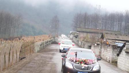 彝人视角婚礼摄影现场请你欣赏彝族姑娘出嫁的一路花车