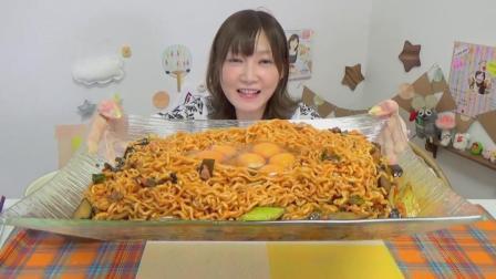 日本大胃王木下吃播10包辣炒方便面+6个生鸡蛋
