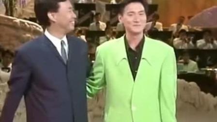 费玉清和张学友早期合唱《偏偏喜欢你》, 那时的歌神好羞涩!