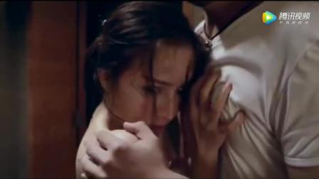 小伙入室偷东西, 听到浴室有水声, 当推开浴室门看到美女在洗澡!