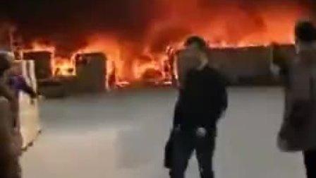 为拿手机女子被烧成火人