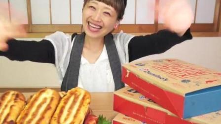 日本大胃王-俄罗斯佐藤挑战吃7个热狗面包和3张大披萨, 热量超高