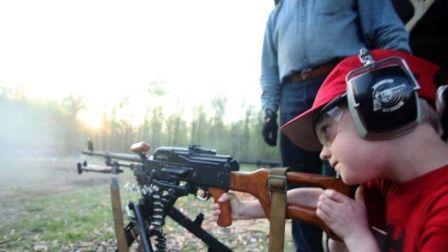 为啥美国人对枪情有独钟?听袁sir讲讲美国不禁枪的真正原因