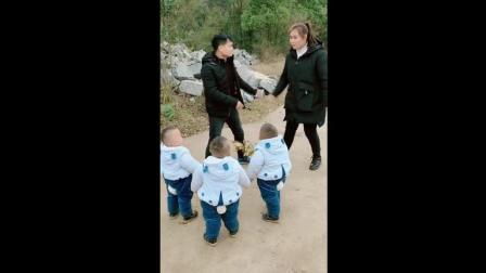 三胞胎看见爸妈在打架, 接下来宝宝们会帮谁呢?