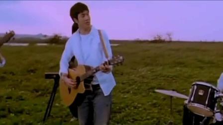 《大城小爱》是王力宏演唱的歌曲。该歌曲在2007年华语榜中榜获得港台年度人气歌曲奖。