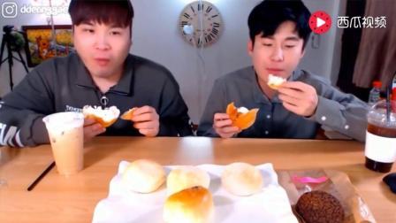 韩国大胃王: 吃播豪放派donkey兄弟吃双重芝士奶油面包喝摩卡咖啡