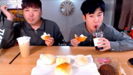 韩国大胃王: 吃播豪放派兄弟吃双重芝士奶油面包喝摩卡咖啡