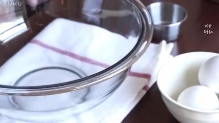 烘焙糕点烘焙教学-覆盆子夏洛特蛋糕奶油打发