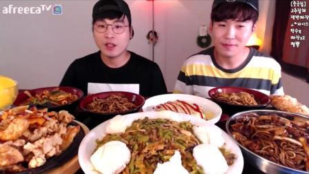 韩国大胃王donkey兄弟又吃满满一大桌美食, 这一顿真够多的